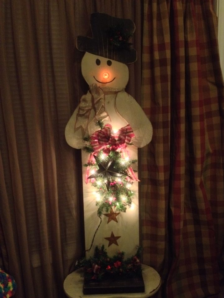 Primitive 4' Snowman. Made by Tammy's Primitives.  Will take orders for Christmas.