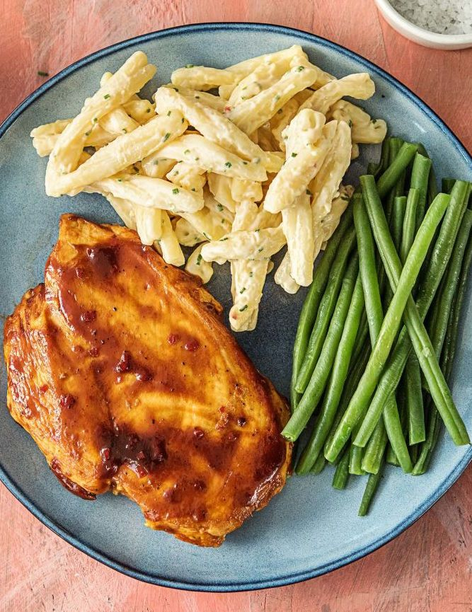Quick Carolina Barbecue Chicken with Quick Stovetop Mac 'n' Cheese and Green Beans   More easy recipes on hellofresh.com
