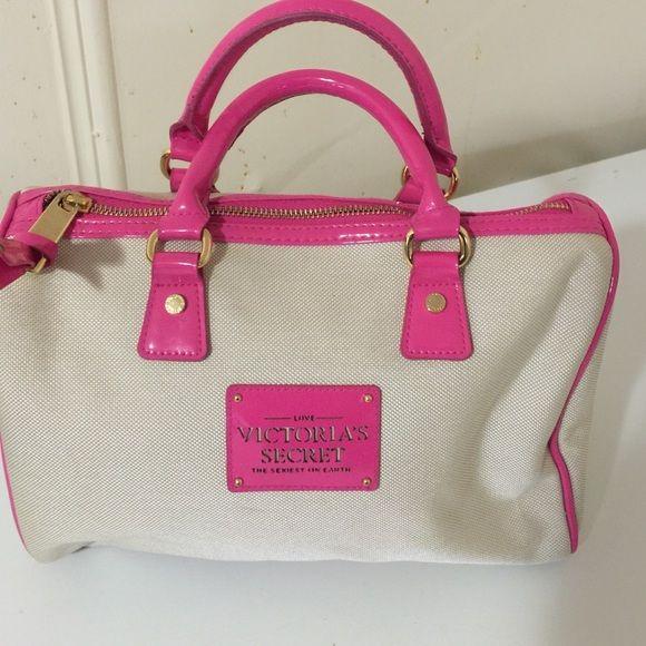 Cute Victoria secret bag New, in great condition, medium size Victoria's Secret Bags