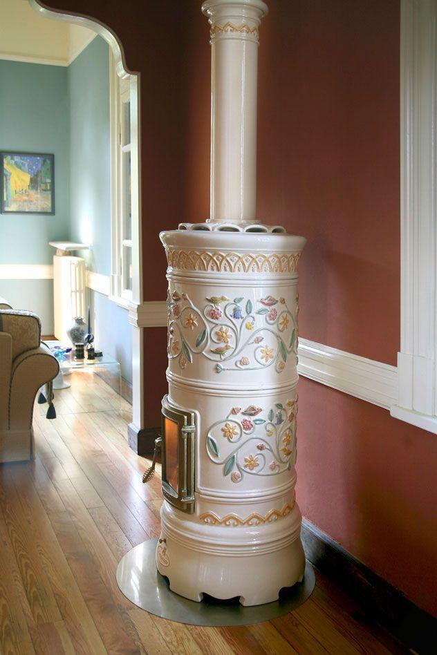 holz kaminofen traditionell aus kacheln aus keramik rond la fen pinterest. Black Bedroom Furniture Sets. Home Design Ideas