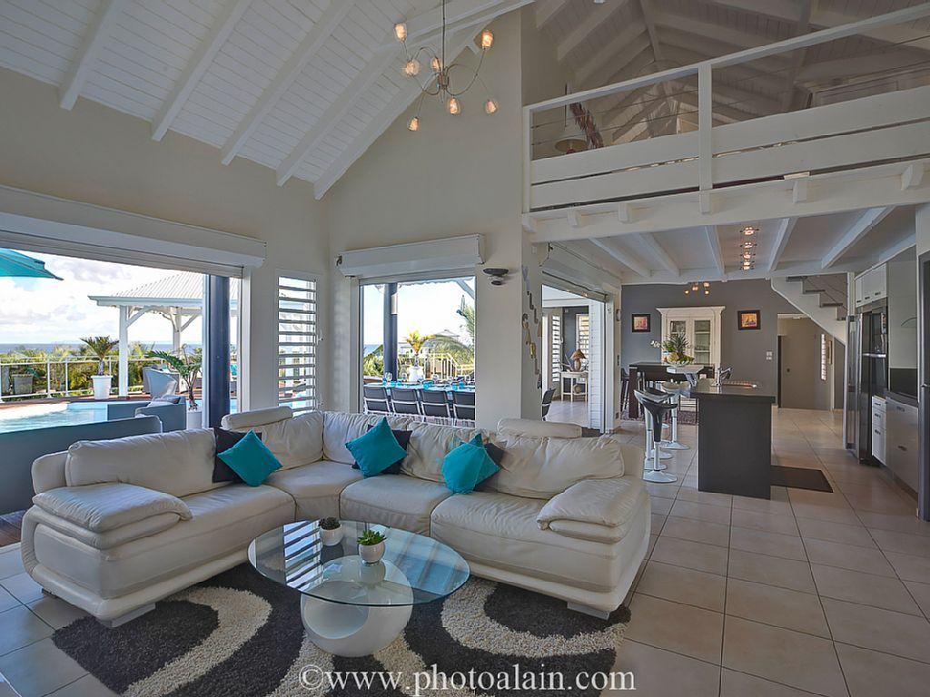 location vacances villa sainte anne vue d 39 ensemble de l 39 int rieur maison cr ole pinterest. Black Bedroom Furniture Sets. Home Design Ideas