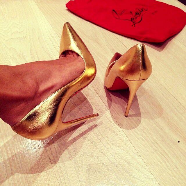 chaussure louboutin dore