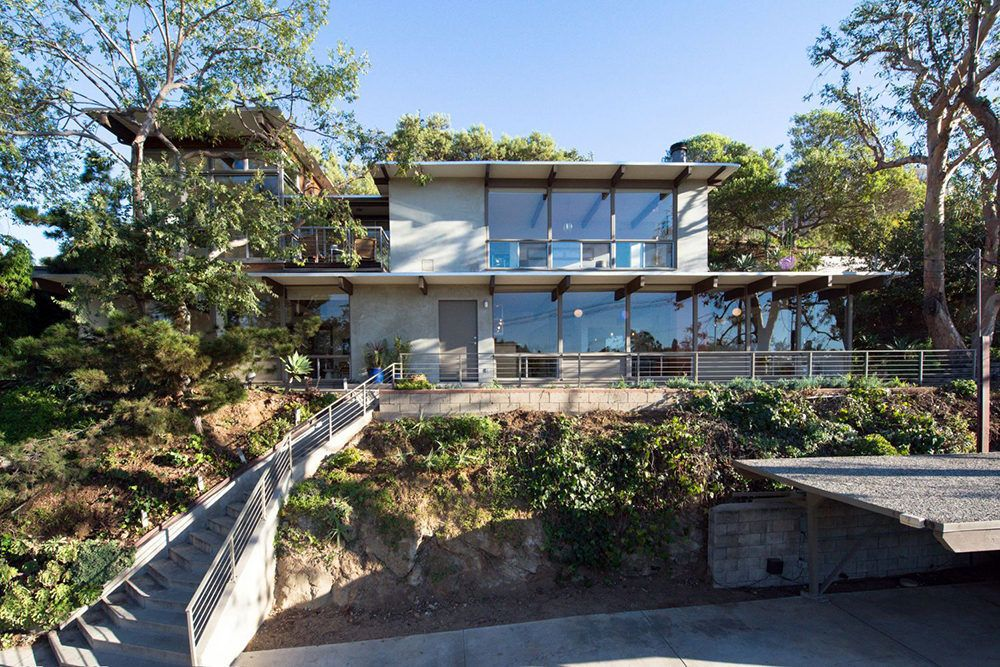 Los Angeles Mayor Garcetti Selling Mid Century House In Echo Park That Was Obvs Featured In Dwell Park Homes Celebrity Houses Park Hills
