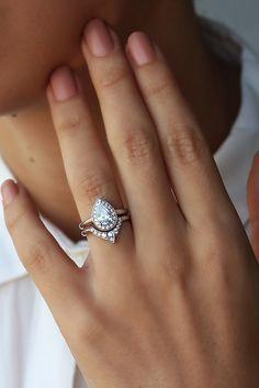 Marvelous 3rd Eye Ring Bridal Set, Third Eye Pear Engagement Ring+Matching Side Ring,  Natural Diamond Pear Halo Ring, Diamond 3rd Eye, Bridal Rings