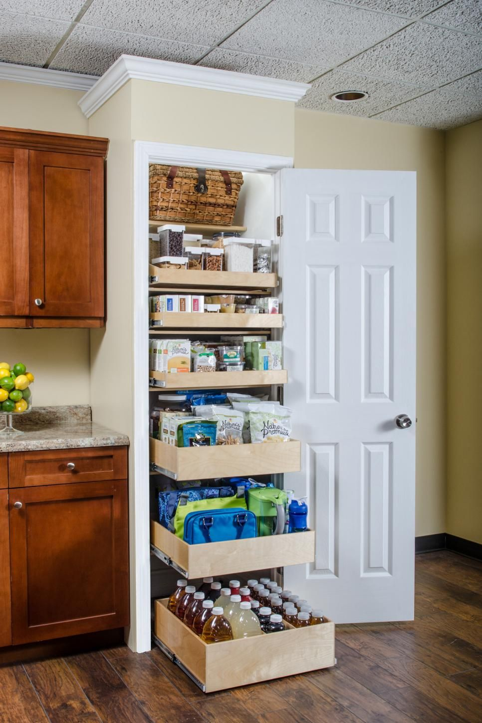 turn your cluttered kitchen pantry or kitchen cabinets into a storage dream with these great pantry organizers