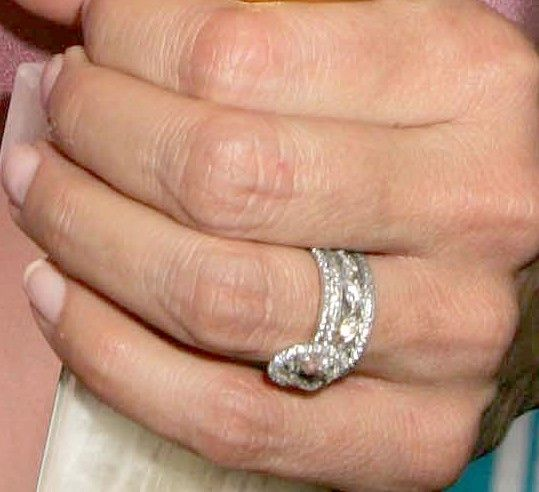 kristen bell wedding ring: Mariska Hargitay, Celebrity