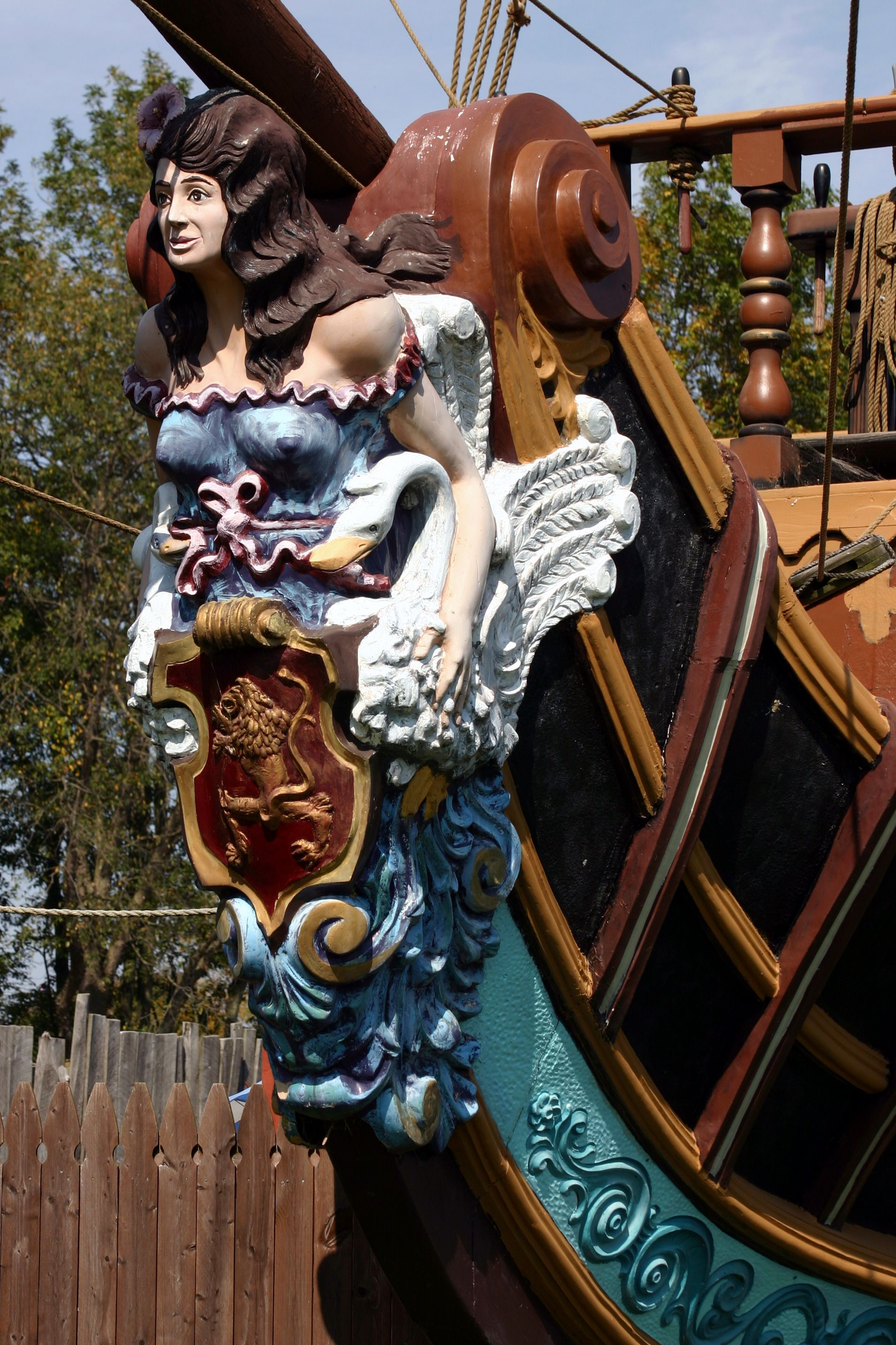 ship's figurehead