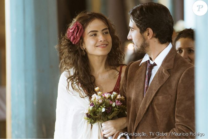 Rimena se casa com Renato de vestido vermelho.