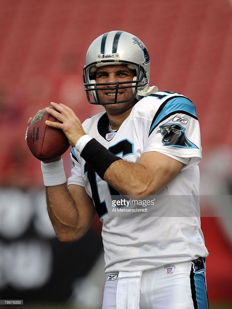 Quarterback Vinny Testaverde of the Carolina Panthers warms up ... 05004fe77