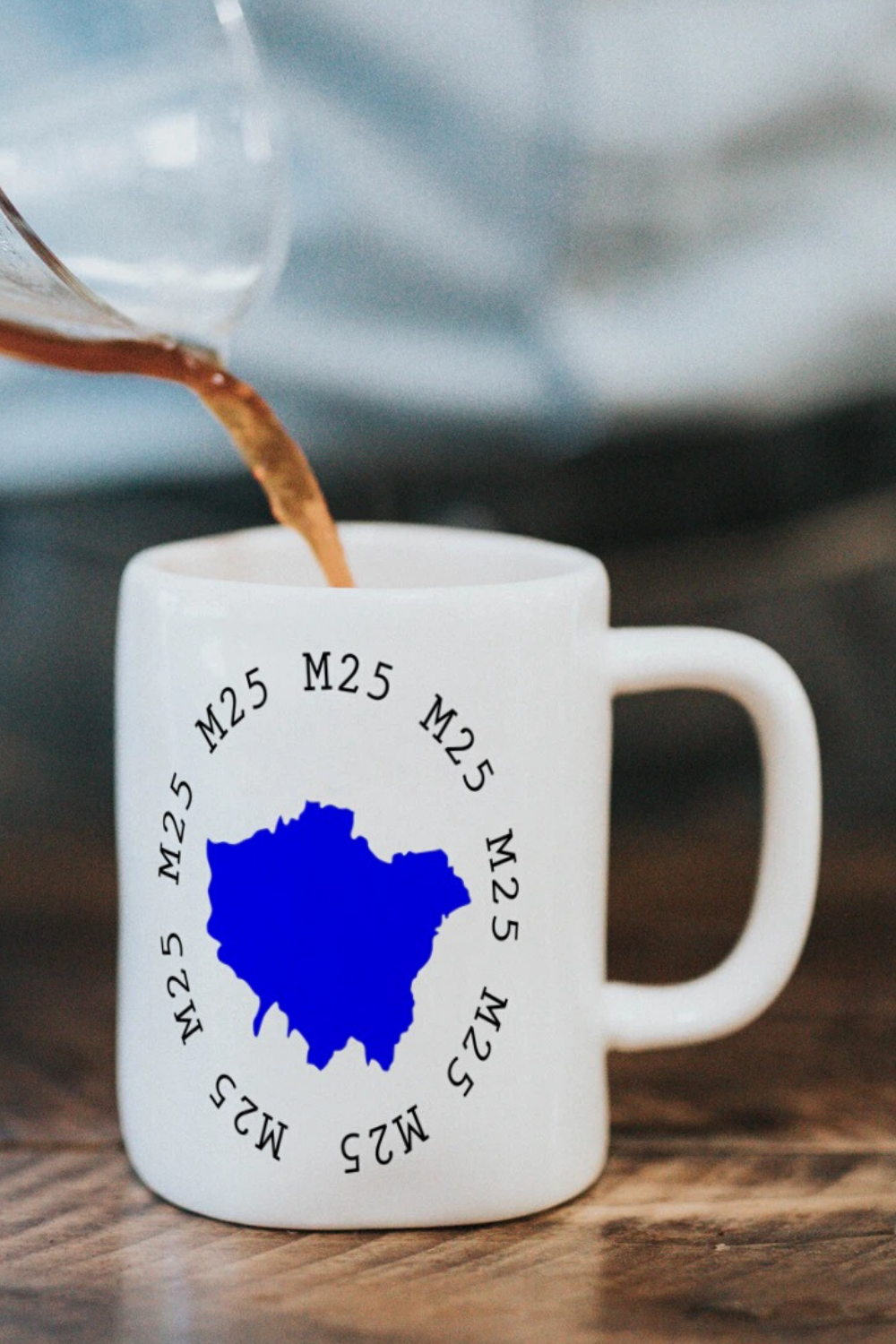Ceramic coffee mugs with London city map in blue in 2020