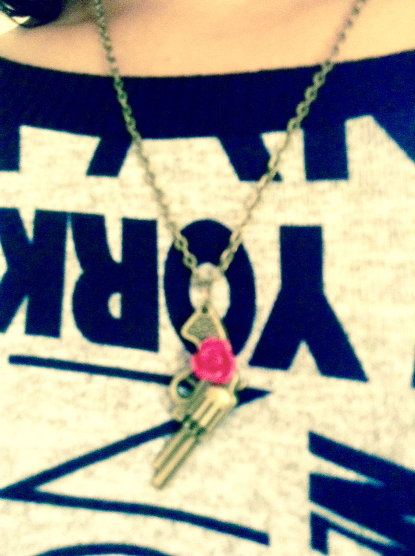 Guns n roses necklace from Etsy