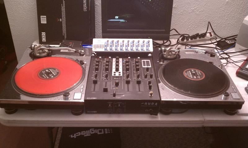turntable turntablism dj records vinyl technics hiphop breakbeat music technology. Black Bedroom Furniture Sets. Home Design Ideas