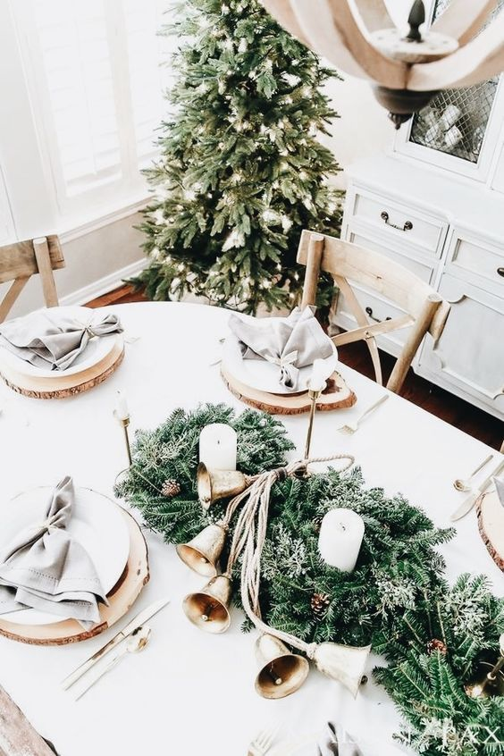 elegant holiday table setting idea
