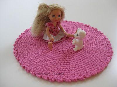 Virkattu matto Barbille / nukelle / nukkekotiin: Fannyn Talossa: heinäkuu 2013 - Crochet rug for Barbie / Doll / Dollhouse