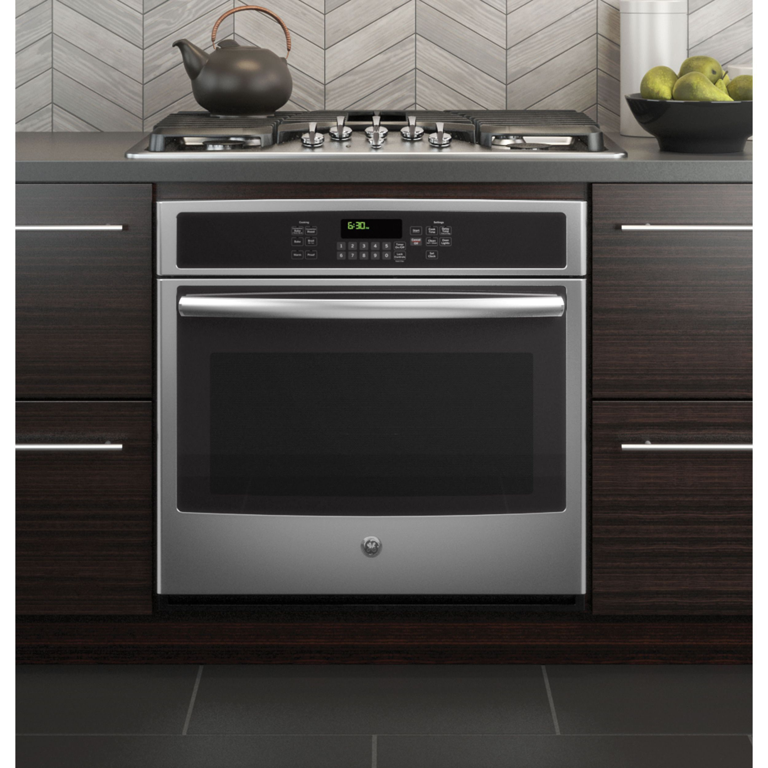 The GE 30 inch Built in Single Convection Wall Oven Made with a