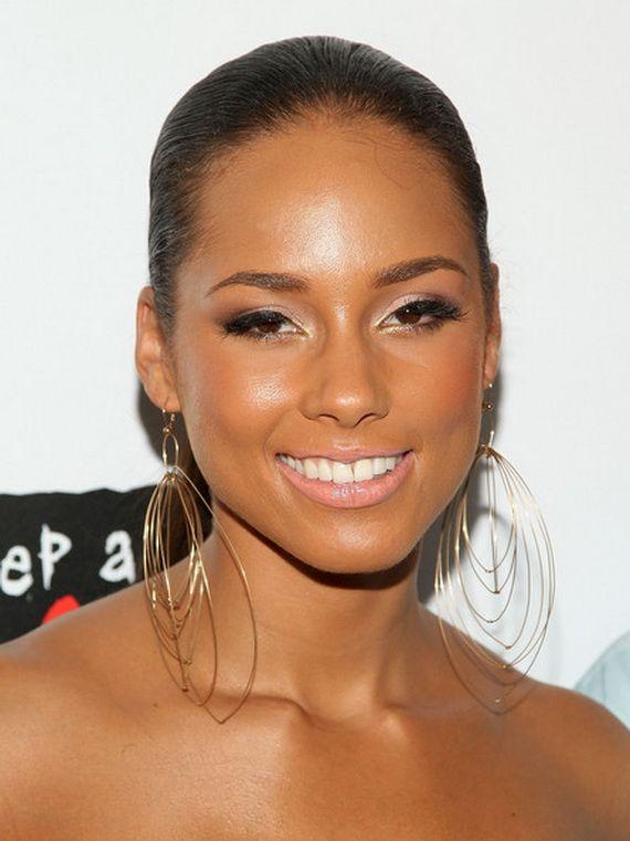 Sleek And Gorgeous Alicia Keys Alicia Keys No Makeup Metallic Eyeshadow Alicia Keys Style