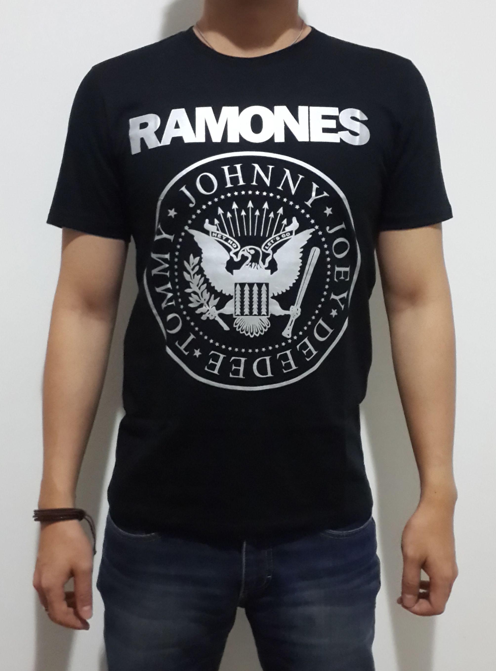 be25d10af8f5d7 RAMONES siapa sih yang gak kenal RAMONES  gegedug band punk rock yang  berjaya pada masanya