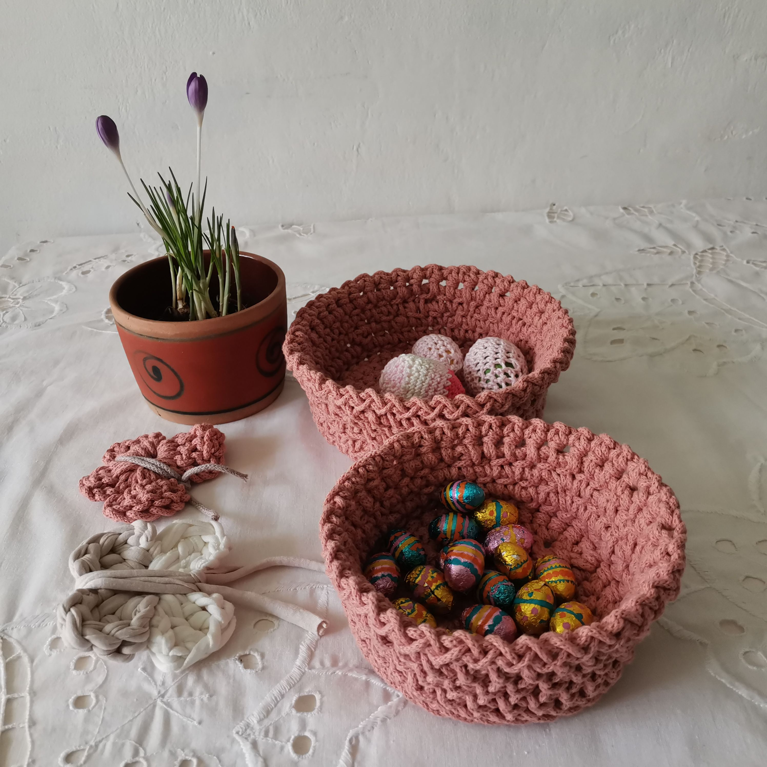 You can keep them in the bedroom or the bathroom or even in the dining room. You can put on jewellery, cosmetics, chocolates but also fruit or any small item.  #recycledyarn #pink #crochetbaskets #homedecor #ecofriendly #cotton