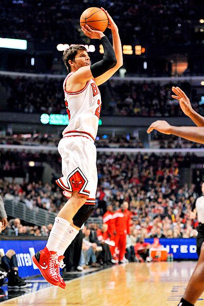 d677203386f6 My fav  Kyle Korver!! Plus look at those awesome shoes!! 👟