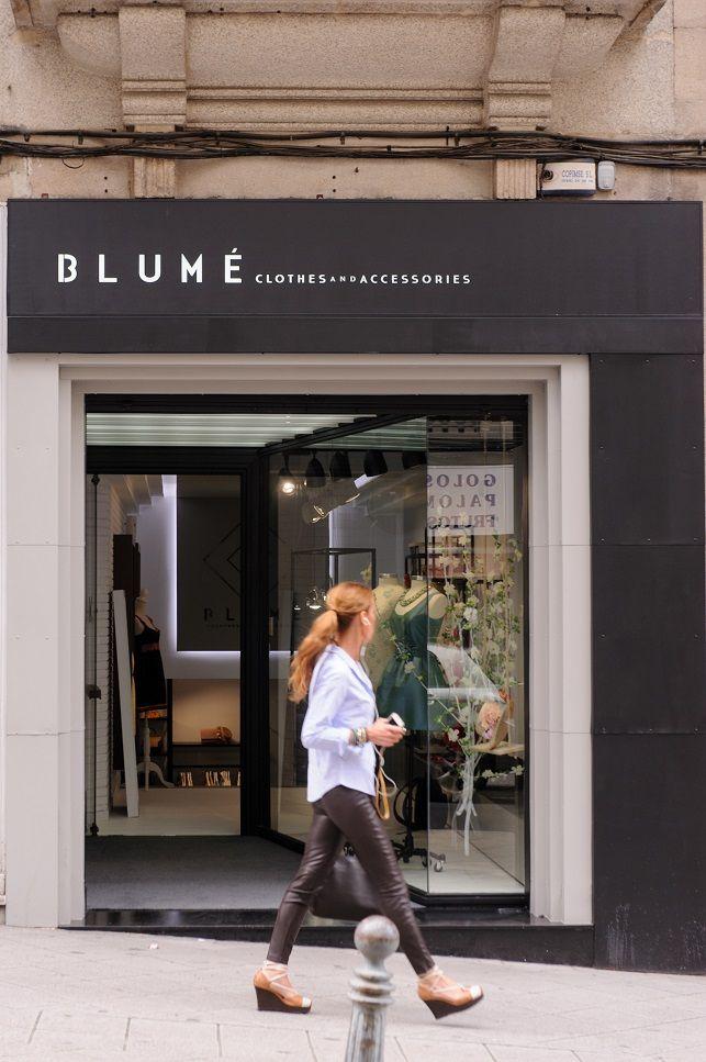 Blum equipoeme estudio fachada rotulo dise o tienda for Diseno de interiores almacenes de ropa