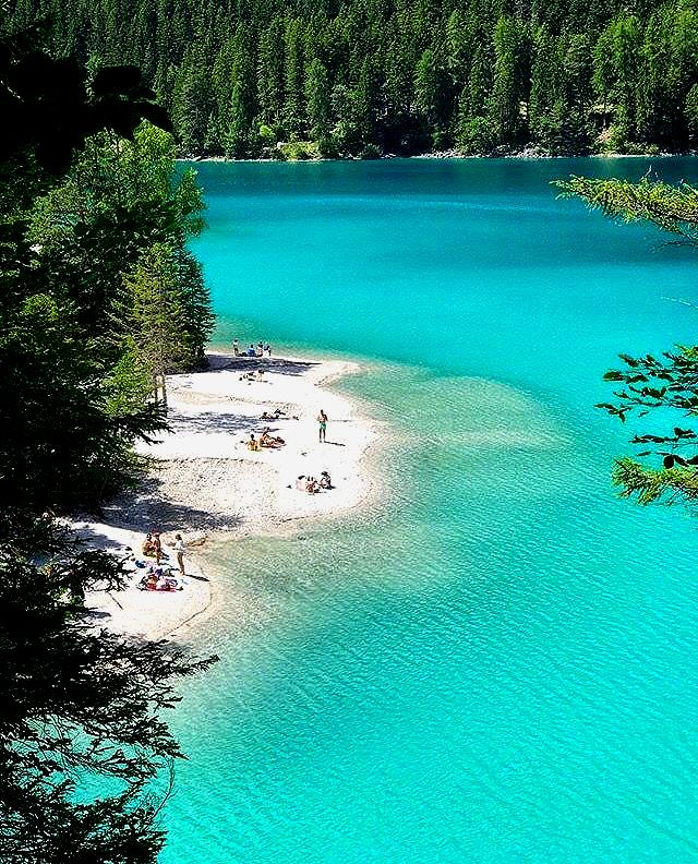 Photo of Tovel lake in den Dolomiten bei Trentino, Italien