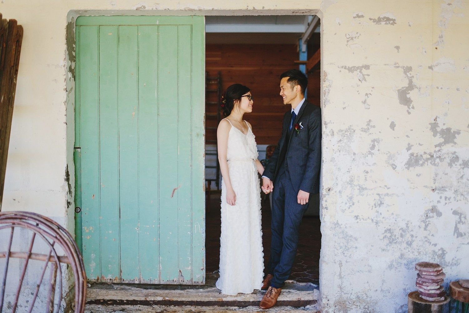 Bride and groom wedding photo idea | fabmood.com #wedding #rusticwedding #factorywedding