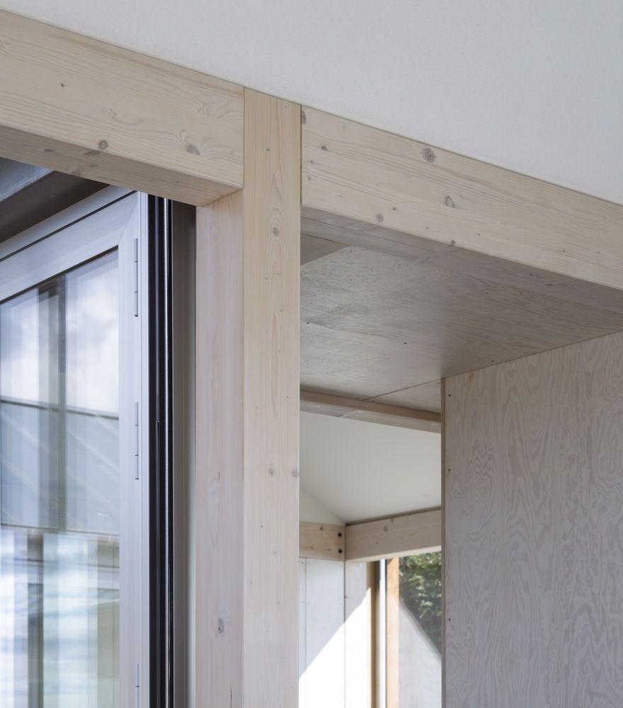 Gallery of House at Mols Hills / Lenschow & Pihlmann - 3 interieur detail hout doorgang verbinding constructie