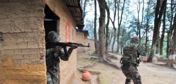 Terrorists launch attack on Indian Army camp in Kashmir - http://nasiknews.in/terrorists-launch-attack-on-indian-army-camp-in-kashmir/