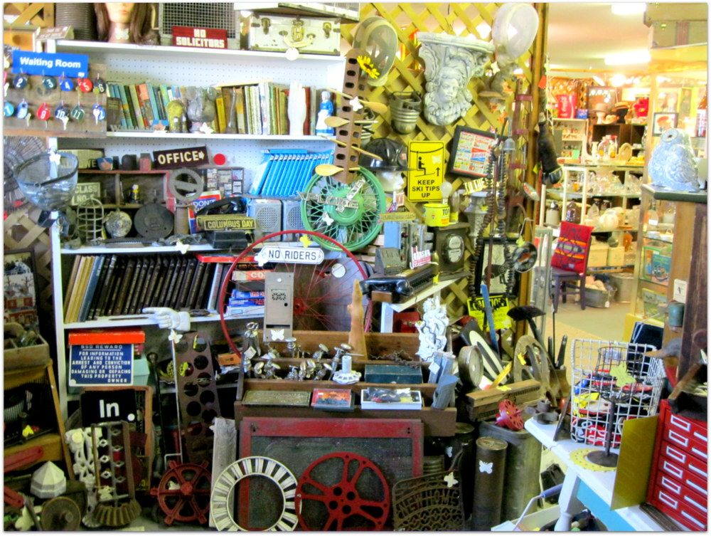 The Galena Antique Mall In Illinois More Than 55 Dealers Antiques Collectibles Jewelry Furniture Old Toys Open Daily 10 A Galena Antique Mall Antiques