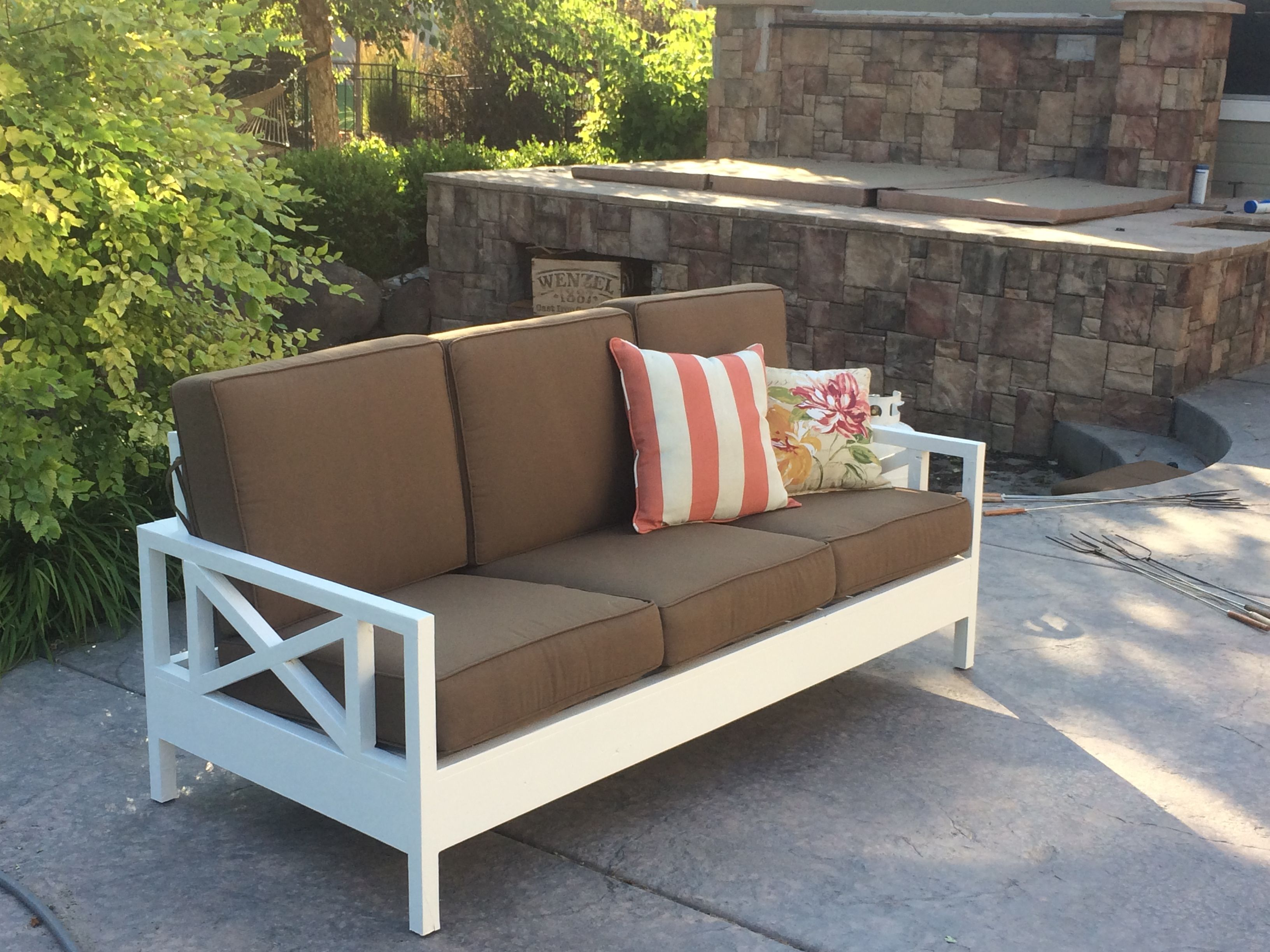 outdoor sofa mash up do it yourself home projects from ana white outdoor furniture tutorials. Black Bedroom Furniture Sets. Home Design Ideas