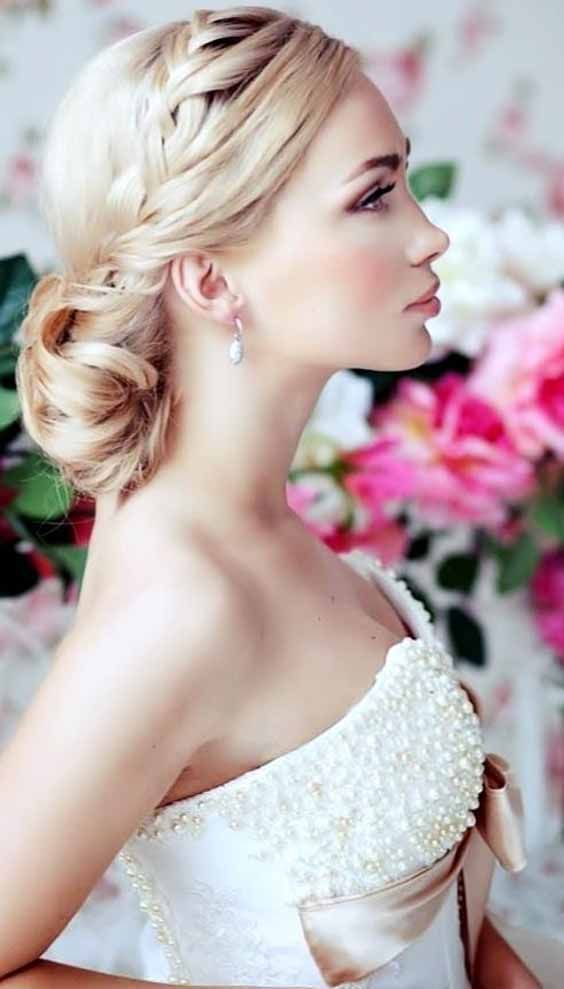 5 Easy Wedding Hairstyles with Flowers! Effective Wedding Hairstyle   Braided hairstyles for ...
