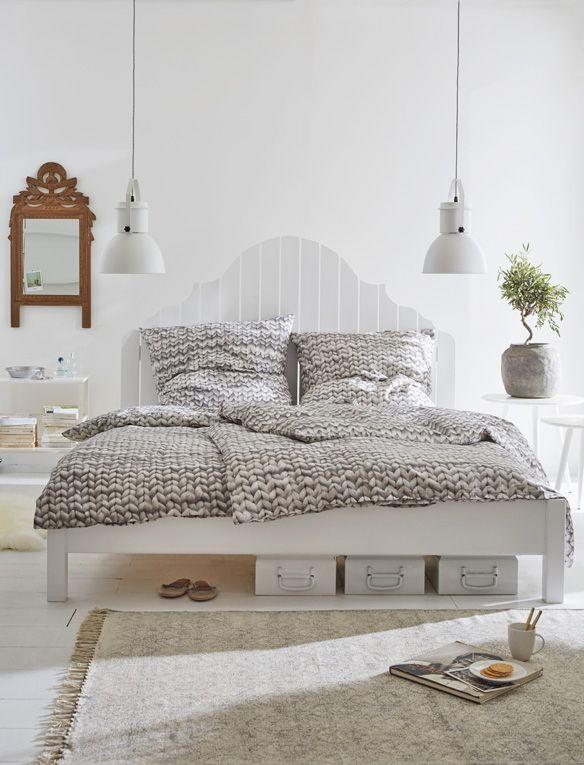 Attraktives Landhausbett Mit Geschwungenem Kopfteil. Eine Große Auswahl An  Betten Finden Sie Unter Www.