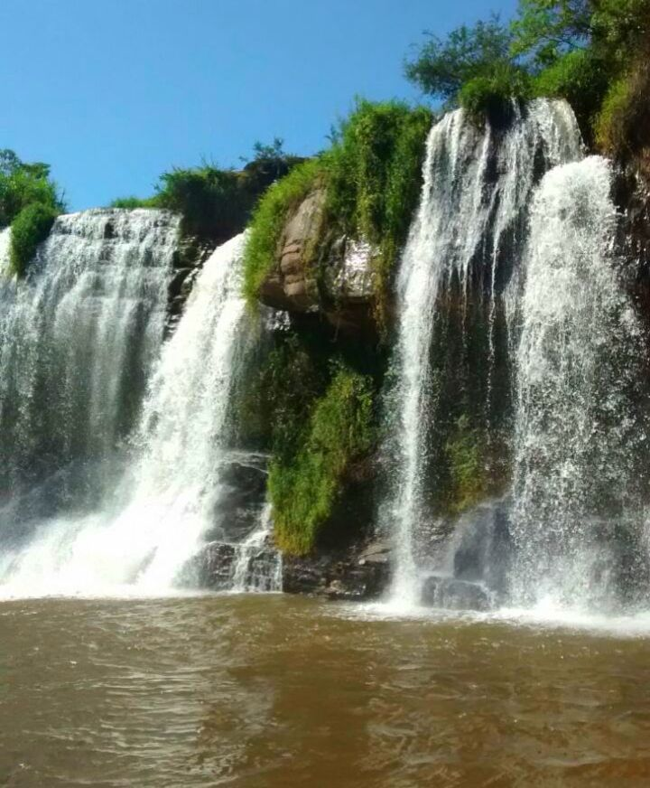 #cachoeiradafumaça #minasgerais #trilhasmg #trilhandomontanhas #brasil #lugarperfeito #aguadoce #naturezaperfeita #viajar #estradasreais by keniafrech
