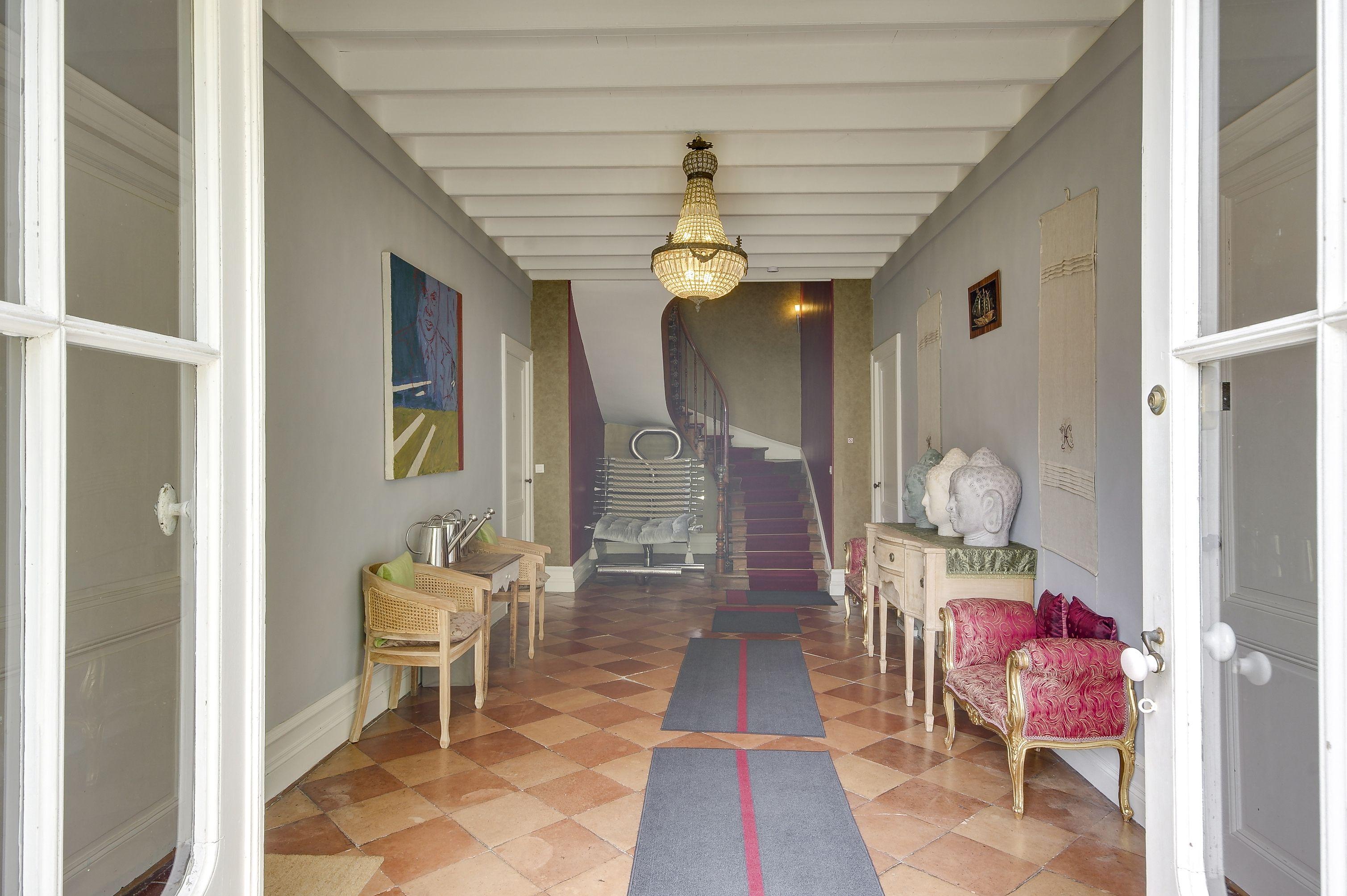 Clos de Chinon, Bordeaux, Aquitaine, France. Elegant maison ...