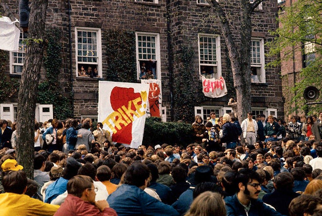 30 Color Photographs Of Anti Vietnam War Protests In The U S From The 1960s And Early 1970s Vintage Vietnam Protests Vietnam War George Washington University