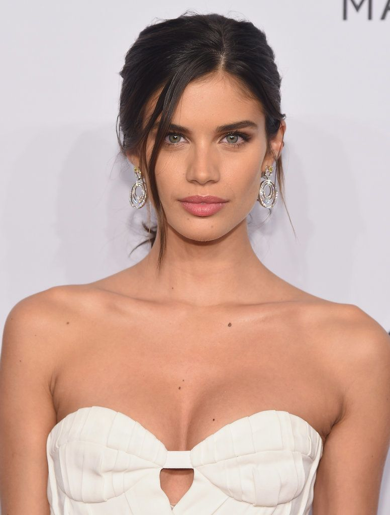 Sara Sampaio Eye Color
