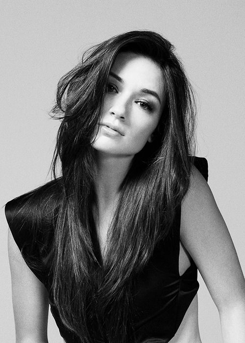 ((FC::ALLISON ARGENT)) Hi! My name's Zara. 16. I was born to the Dark Queen, so I am royalty in our Kingdom.  My mother wants me to be her heir. I'm a warrior and not someone to be reckoned with. I'm outgoing, brave, wise, witty, and some say breathtakingly beautiful. I never miss my target in long distance battles. I'm an expert martial artist and my hand to hand combat is perfect.. usually. I don't hate the Light Side and I'm trying to create peace. I'm known in both Kingdoms. Come say hi!