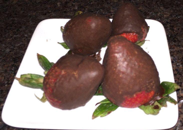 Recipe: Chocolate Covered Strawberries •