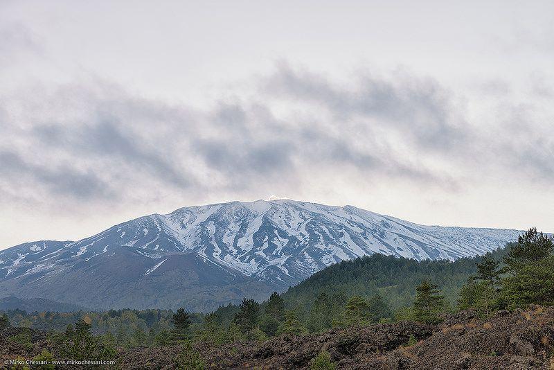 Panorama Etna Panorama dell'Etna ripreso dal sentiero che porta a Primo Monte, con accesso dalla strada Mareneve. by Mirko Chessari on Flickr