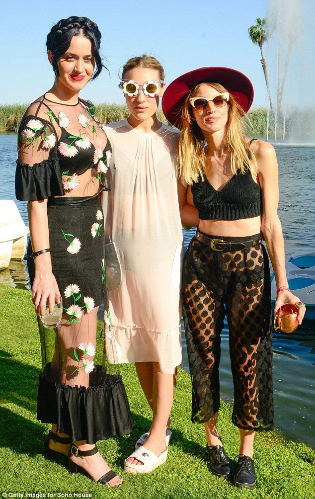 Party girls: The singer hung out with Mia Moretti and Janell Shirtcliff at the outdoors ev...