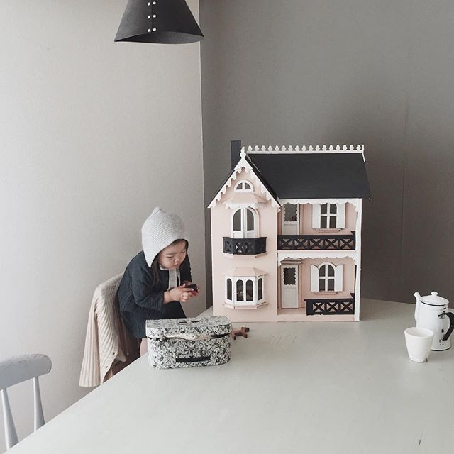vintage doll house | from .