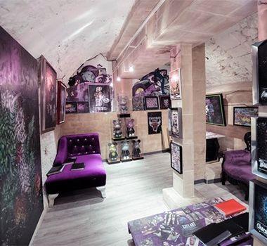 Décoration futuriste au salon de coiffure CIty Art à Paris ...