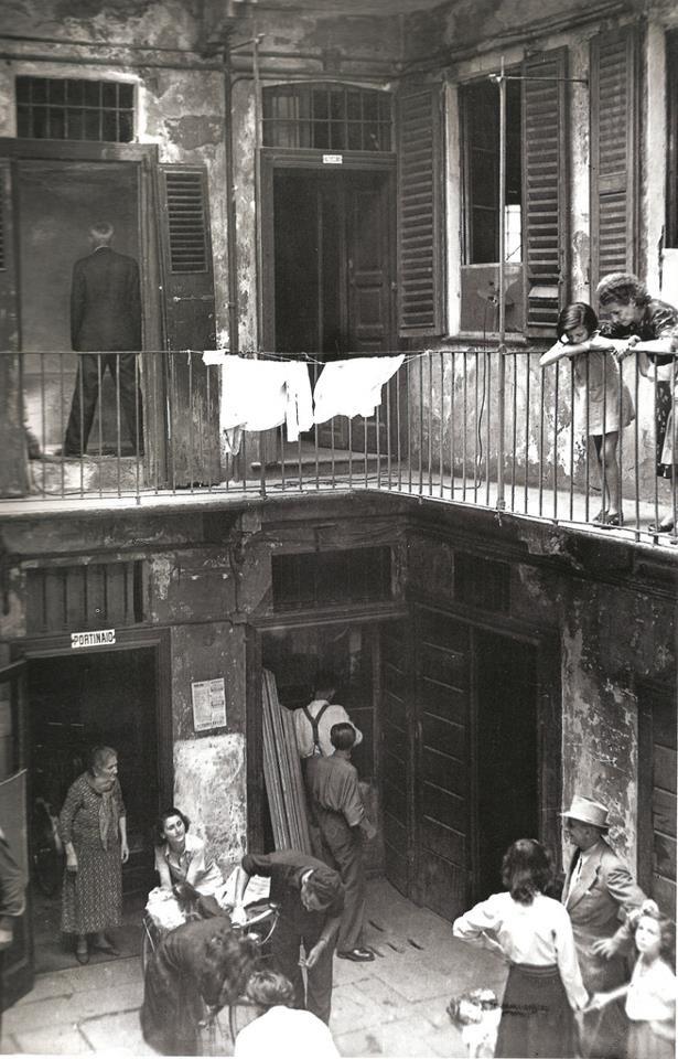 Case di ringhiera milano laundry is everywhere for Fotografie di case