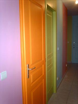 les portes d 39 un couloir toutes de la meme couleur chambre pinterest les memes couloir. Black Bedroom Furniture Sets. Home Design Ideas