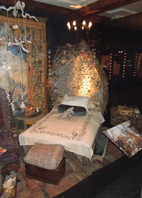 Princess Aurora cottage bedroom set Maleficent | Movie costumes ...