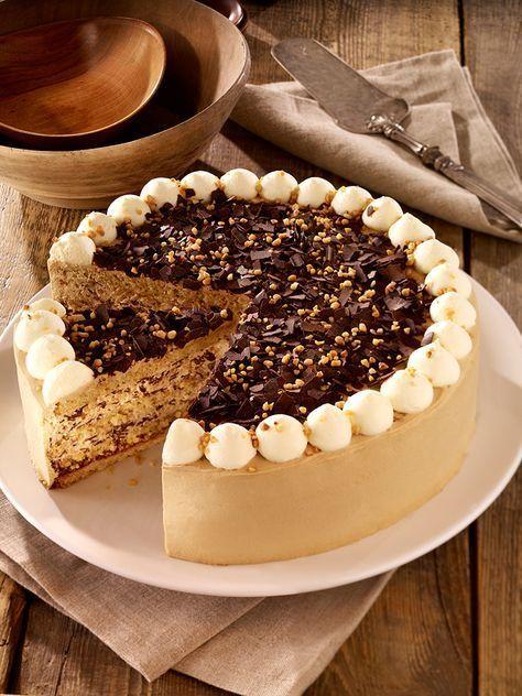 Kaffee Whisky Torte Eine Sahnige Torte Mit Gemahlenen Mandeln Fur Die Festliche Kaffeetafel Kuchen Und Torten Leckere Torten