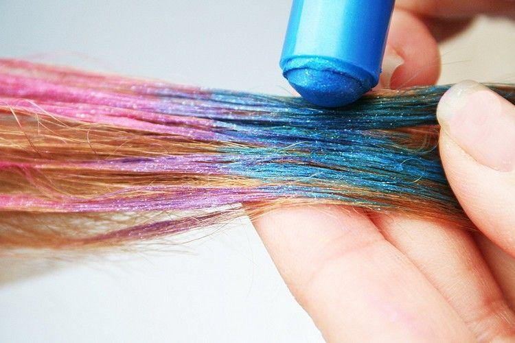 Haarkreide Blau Rosa Haare Färben Für Einen Tag Hair Party Ideas