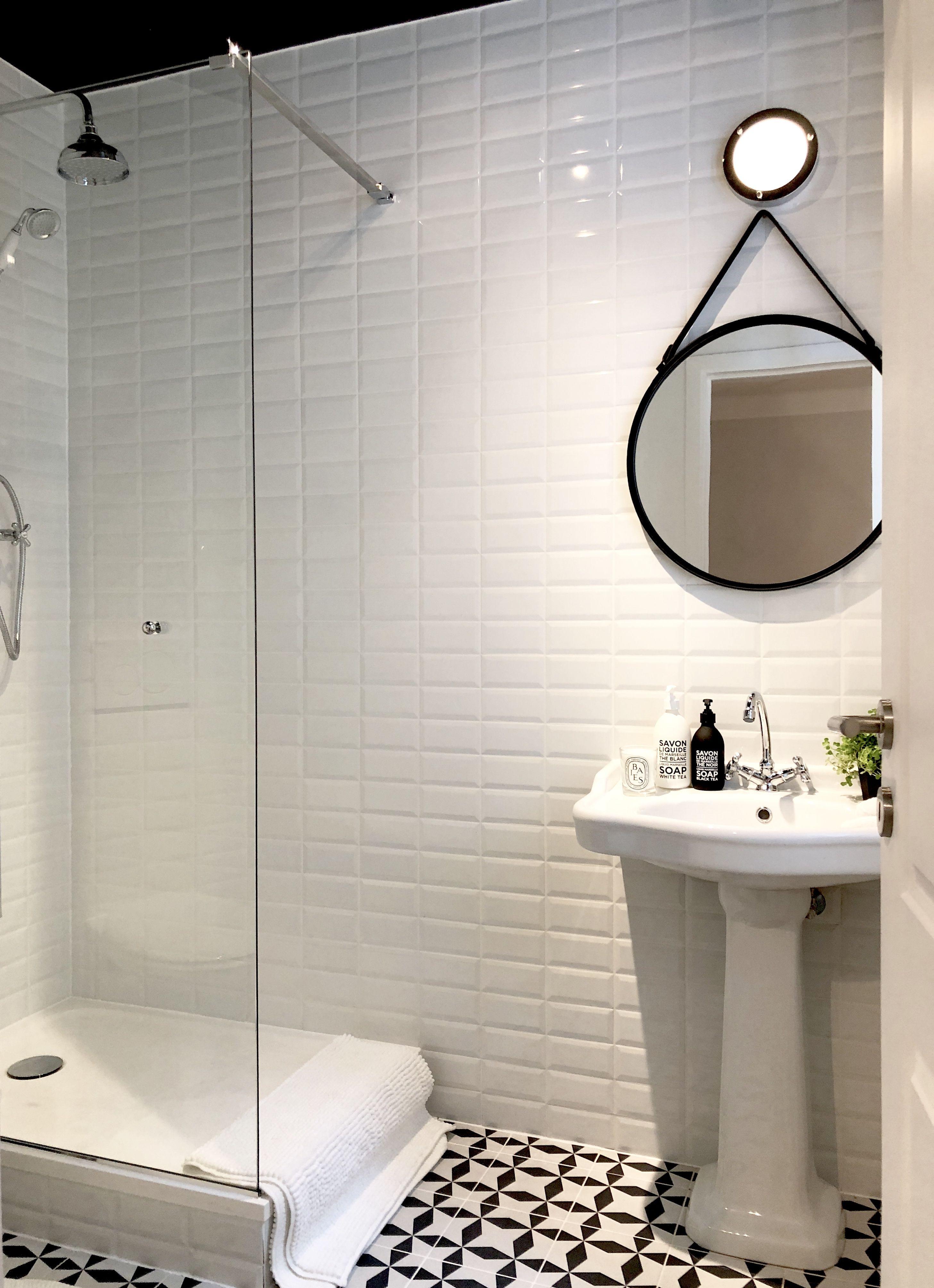 Petite Salle De Bain Carrelage Métro Noir Et Blanc ванна
