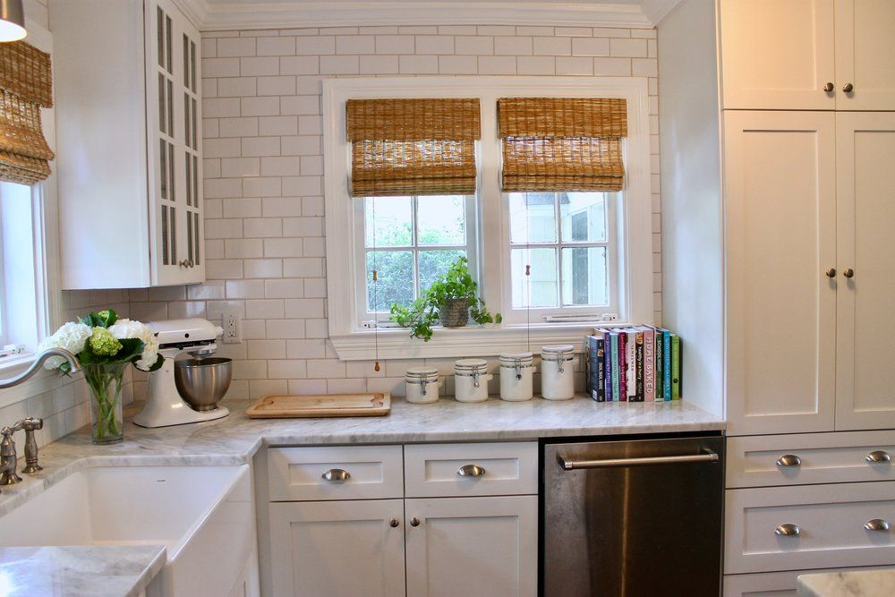 Prime Design Memphis Llc Small White Kitchen Marble Countertops And Subway Tile Backlash Small White Kitchens Marble Countertops Design