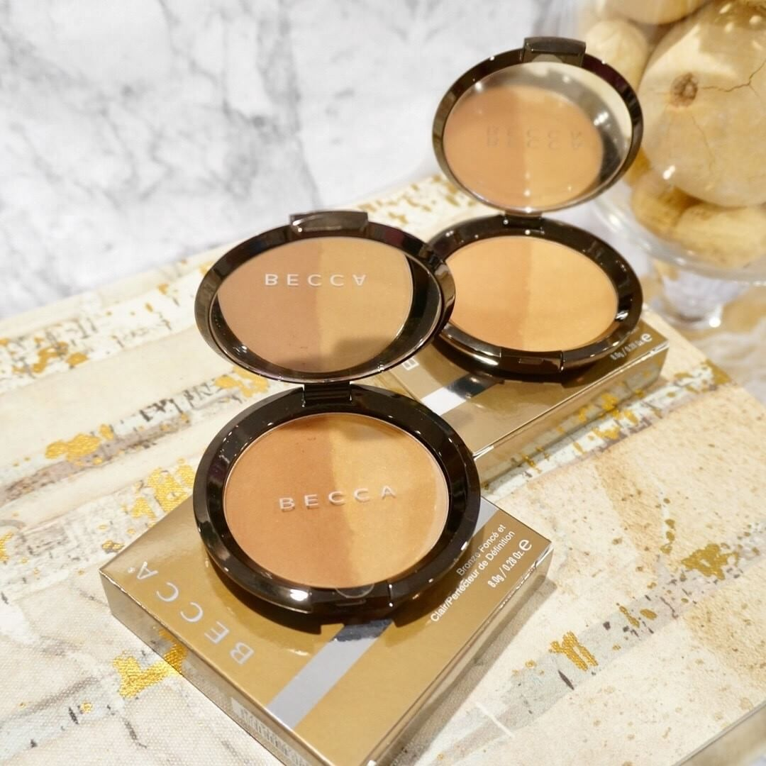 The perfect mix of shadow & light... Introducing #Becca's NEW Shadow & Light Bronze/Contour Perfector! Always bronzed and never orange, Becca's bronzer/contour duo formulation touts a creamy, blendable powder that creates the ultimate contrasted glow. Shop Becca online and in-store today. Link in bio.